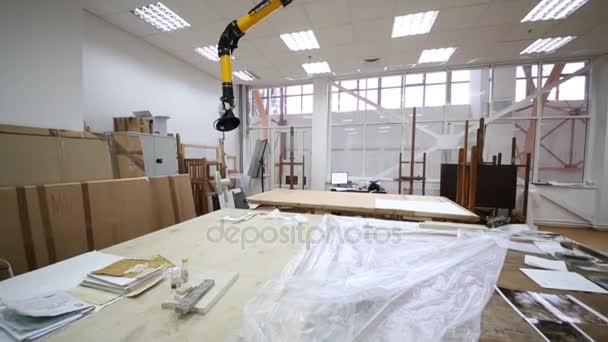 depositphotos-stock-video-restorer-studio-equipped-working-places